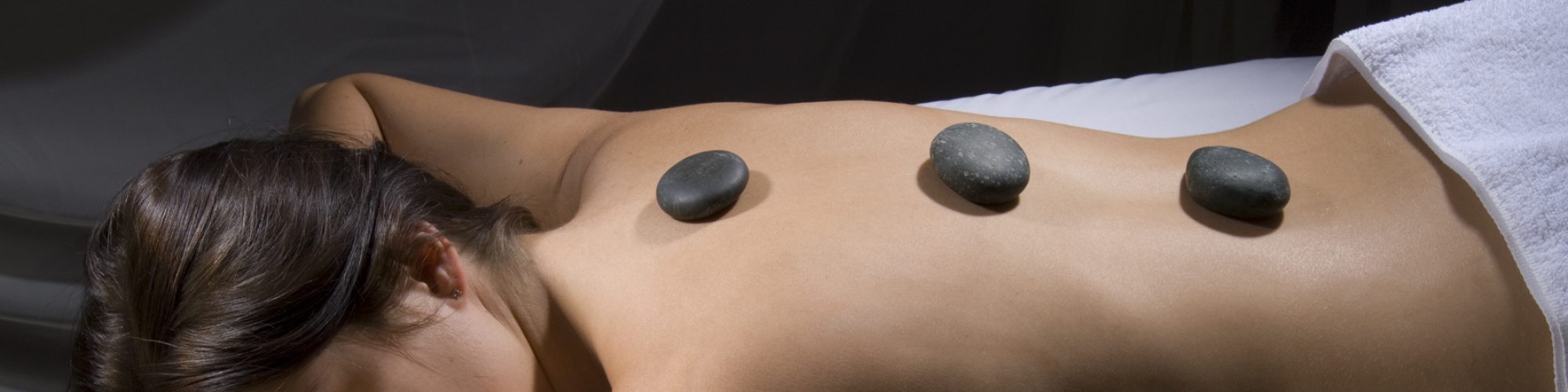 Massage, Pierres chaudes