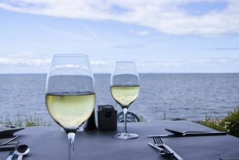 Wine glasses, restaurant, sea view, Riôtel