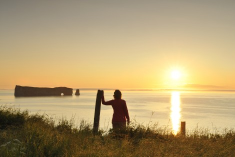 Person looking out to sea, Percé Rock