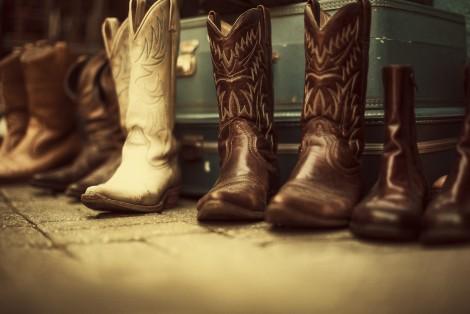 Plusieurs bottes de cowboy