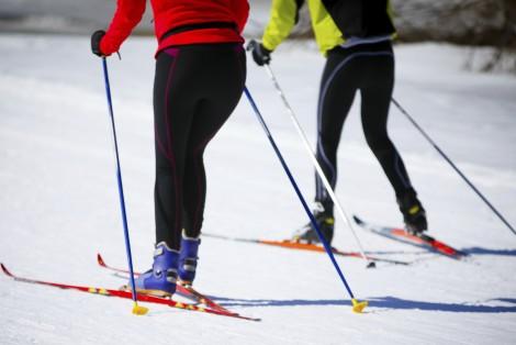 Couple faisant du ski de fond